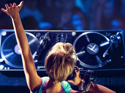 Mucho más que DJ o barman