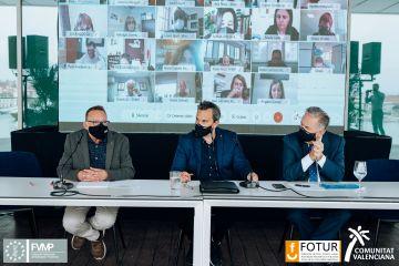 Colomer clausura en València la jornada 'Reinventado el verano'